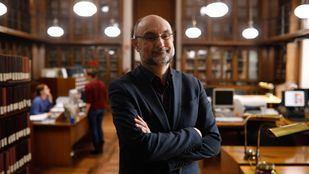 Javier DoCampo, director del Departamento de Manuscritos, Incunables y Raros de la Biblioteca Nacional.