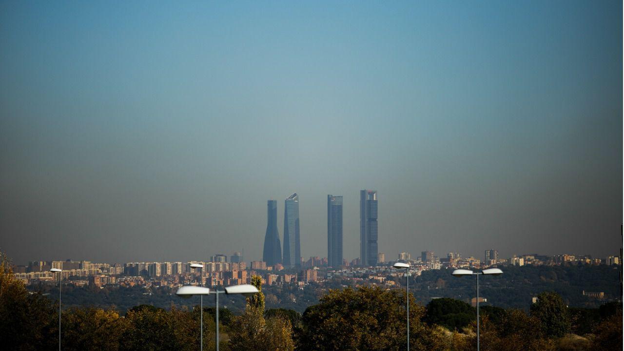 Boina de contaminación de Madrid vista desde Pozuelo de Alarcón. (Foto   Kike Rincón) 265ec0bf047