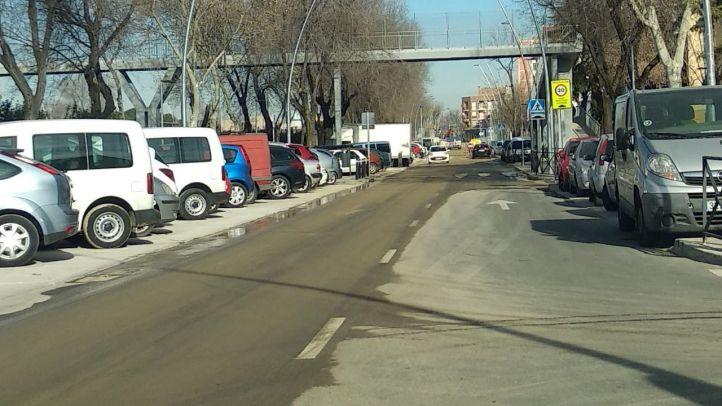 La rotura de la tubería ha provocado inundaciones en un aparcamiento y varias calles.