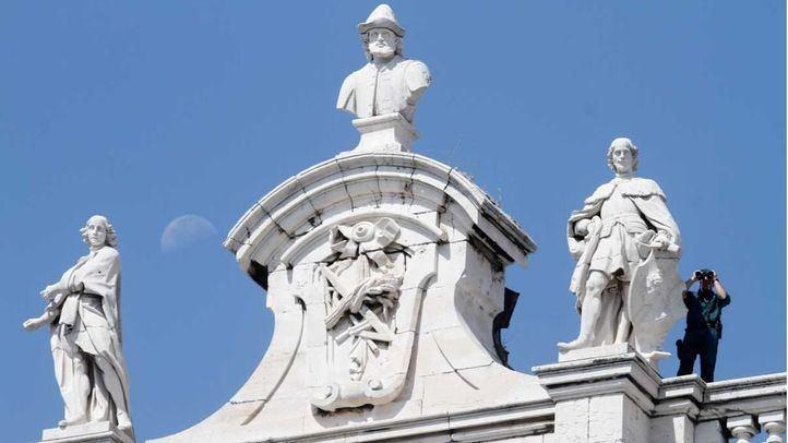 Un vigía de la Guardia Civil en lo alto del Palacio Real. Anécdota.