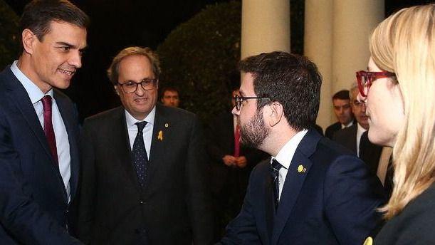 Pedro Sánchez junto a Quim Torra.