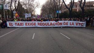 La concentración del taxi ha avanzado desde Atocha hasta Cibeles.