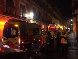 Herido grave al incendiarse su casa en Lavapiés