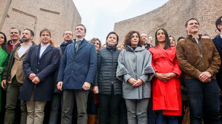 Foto de los presidentes de los partidos convocantes de la manifestación y miembros de sus equipos.