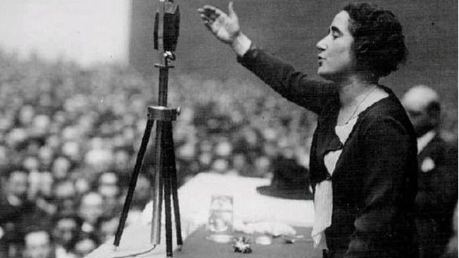 Clara Campoamor nació el 12 de febrero de 1888.