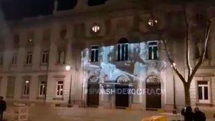 Identificados los responsables de proyectar imágenes de las cargas del 1-O en la fachada del Supremo