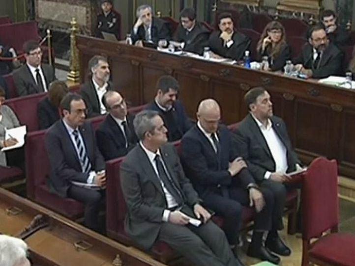 Acusaciones de persecución política en el inicio del juicio del procés