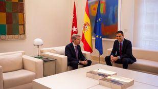 El presidente del Gobierno, Pedro Sánchez recibe al Presidente de la Comunidad de Madrid, Ángel Garrido en el Palacio de la Moncloa.