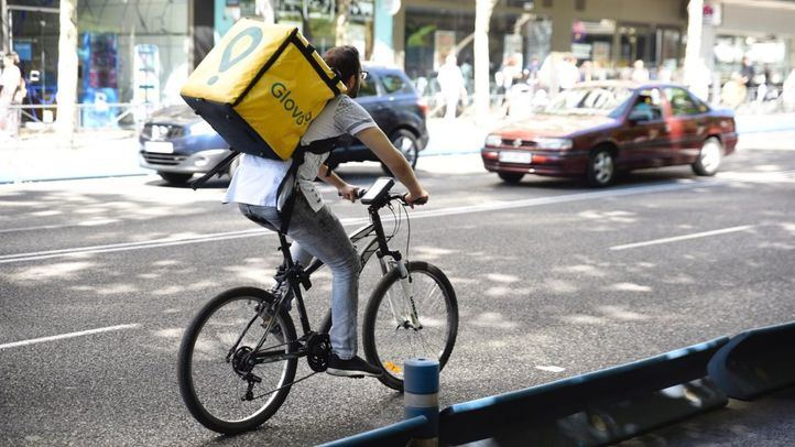Un juez reconoce por primera vez a los 'riders' de Glovo como falso autónomos