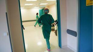 Personal sanitario y médicos en un hospital.