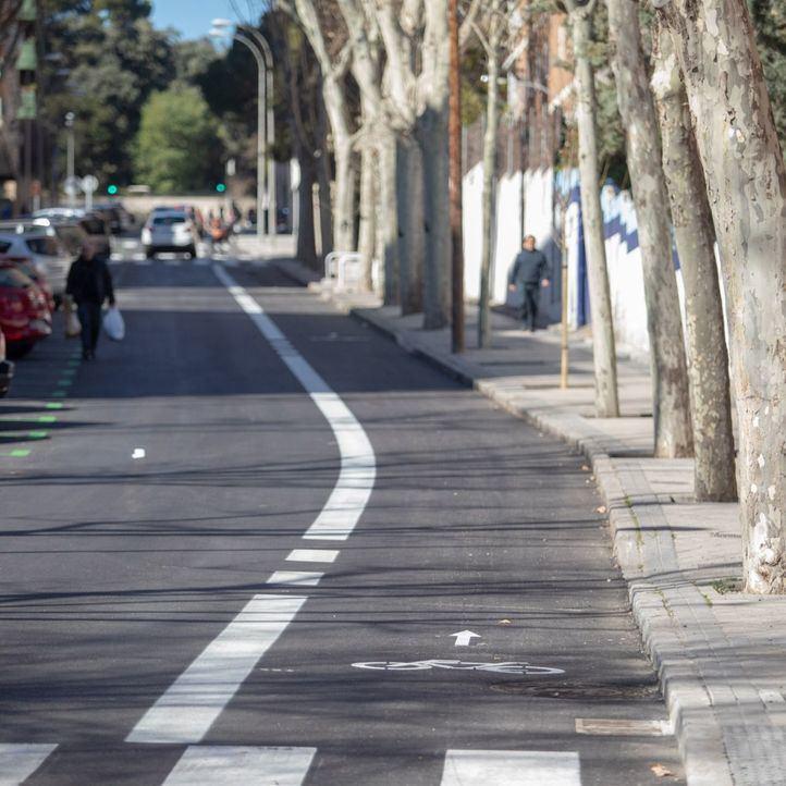 El carril bici de Niño Jesús resta al barrio 50 plazas de aparcamiento