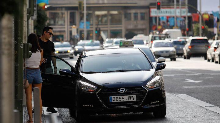 Fomento pondrá en marcha el registro online de viajes de Uber y Cabify en marzo