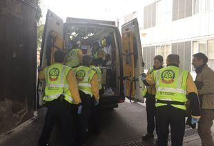 Una mujer da a luz en una ambulancia camino del hospital