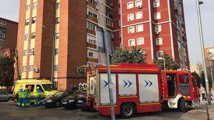 Efectivos de emergencias en el lugar del suceso, desde donde han tenido que trasladar al hombre al Hospital de Getafe.