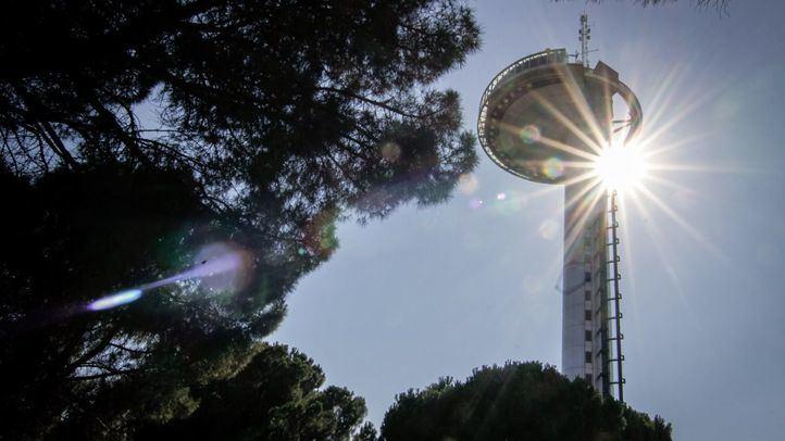 El por entonces alcalde Álvarez del Manzano inauguró el Faro de Moncloa el 19 de febrero de 1992.
