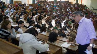 Oposiciones a enfermería en la Universidad Complutense en una foto de archivo.