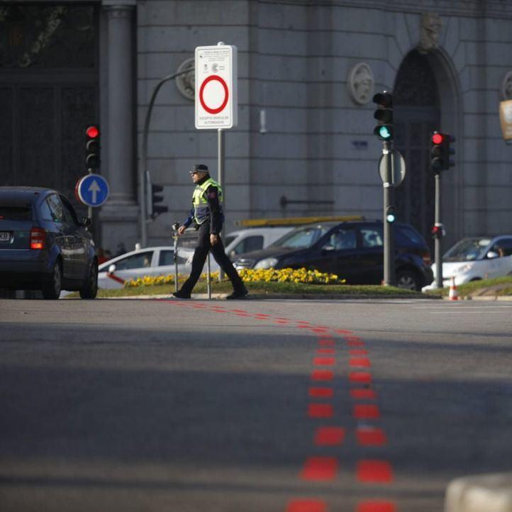 Agentes de movilidad, apoyados por Policía Municipal, han informado en los accesos a los conductores sobre las restricciones, que aún no se aplican