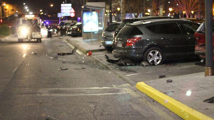 La persecución produjo numerosos daños materiales, tanto en vehículos como en mobiliario urbano.