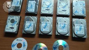La Policía Municipal de Madrid ha desmantelado un locutorio en el distrito de Usera con programas 'piratas' en ordenadores.