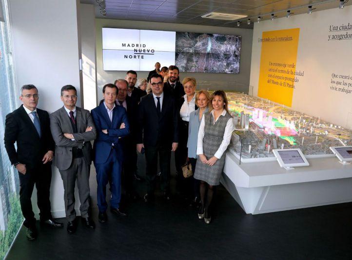 La Comisión de Urbanismo de CEIM visita la exposición de Madrid Nuevo Norte.