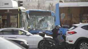 Un conductor de la EMT sufre un síncope y pierde el control