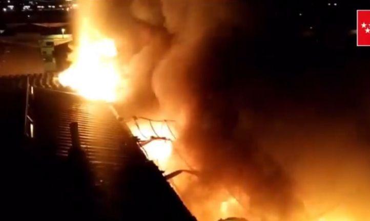 Incendio en una nave industrial en Humanes de Madrid.