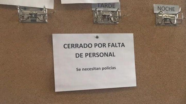 Tablón de anuncios de la Policía local de Valdemorillo, que protesta por la falta de personal. MDO