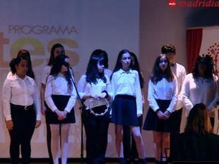 El coro 'BMelody Formation' puso la nota musical a la entrega de placas del programa Artes de Escuelas Católicas de Madrid.