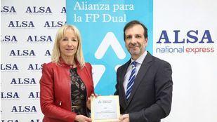 Clara Bassols, directora de la Fundación Bertelsmann, y Juan Antonio Esteban, director de Recursos Humanos de ALSA.