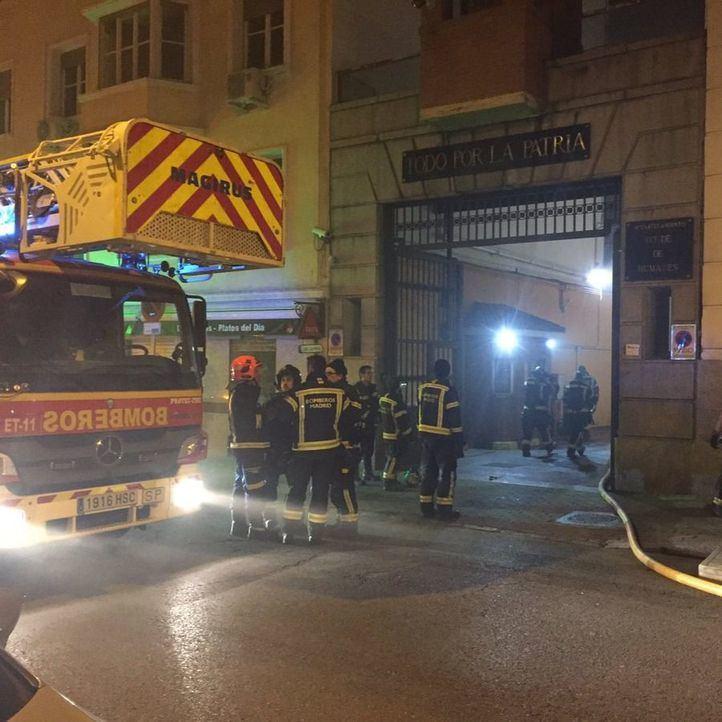 Los Bomberos sofocan un incendio en el Acuartelamiento Conde de Humanes, en Chamberí.