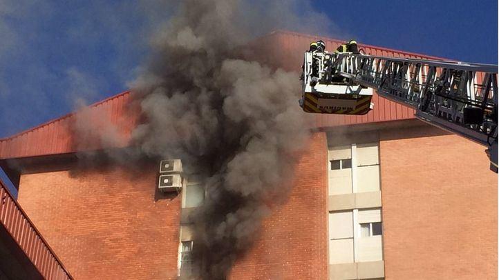 Fallece un hombre al producirse un incendio en su piso de Vallecas