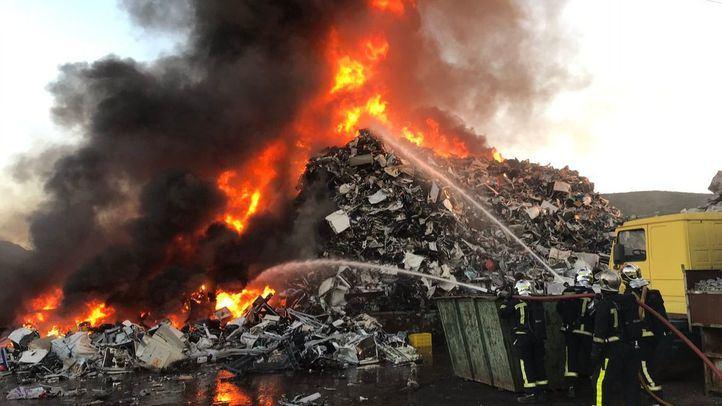 Incendio en la M-203, en San Fernando de Henares.