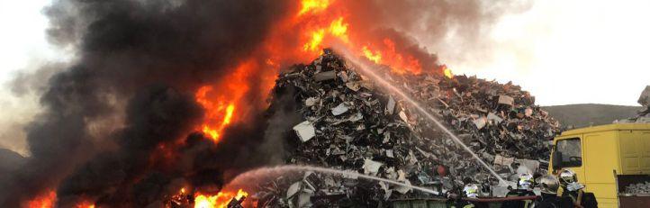 Aparatoso incendio en una chatarrería de San Fernando