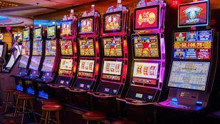 La nueva normativa sobre salas de juego de la Comunidad impedirá a los establecimientos ubicarse cerca de centros educativos.