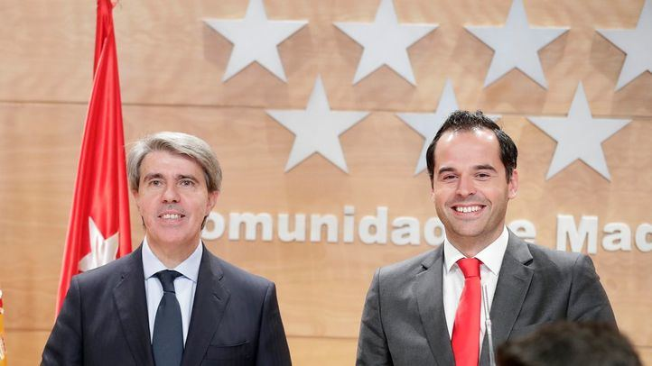 El presidente del Gobierno, Ángel Garrido, y el líder de Ciudadanos en la Comunidad de Madrid, Ignacio Aguado, en la presentación del acuerdo de Presupuestos para el 2019. (Archivo)