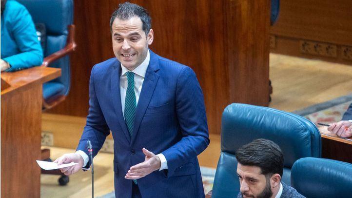 El portavoz de Ciudadanos en la Asamblea de Madrid, Ignacio Aguado, formula su pregunta de control al presidente, el jueves pasado, en el Pleno de la Asamblea.