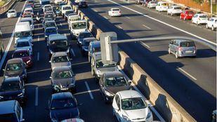 Empeoran las retenciones en hora punta por los semáforos de la A-5