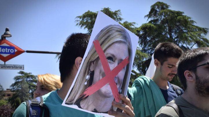Cifuentes tendrá que ir a la comisión de universidades mientras que PP y PSOE impiden que lo hagan Casado y Montón