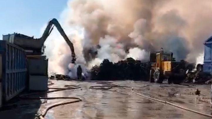 El incendio de San Fernando permanece activo desde el lunes
