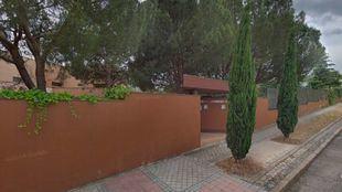El Confidencial ha informado de que un grupo de hombres tomó el pasado viernes la Embajada de Corea del Norte en Madrid, situada en un chalé en el número 43 de la calle Darío Aparicio del barrio de Aravaca