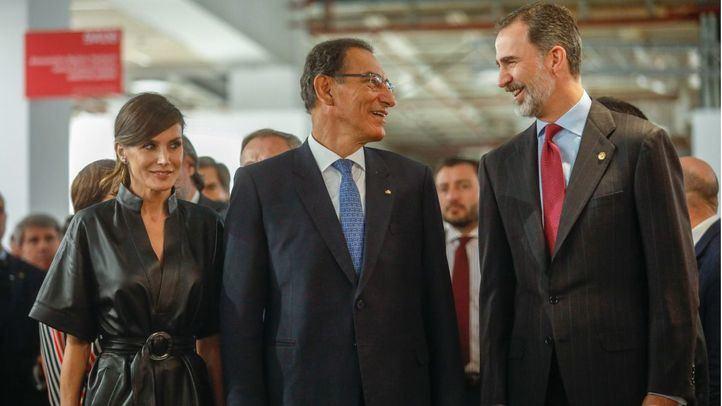 Felipe VI evita pasar frente a 'su' ninot en la inauguración