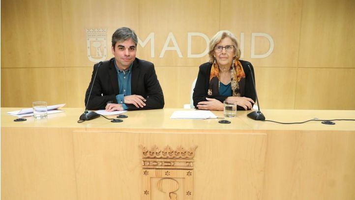 Jorge García Castaño, concejal de Economía y Hacienda, junto a Manuela Carmena, alcaldesa de Madrid, en la presentación de la liquidación presupuestaria del ejercicio 2018.