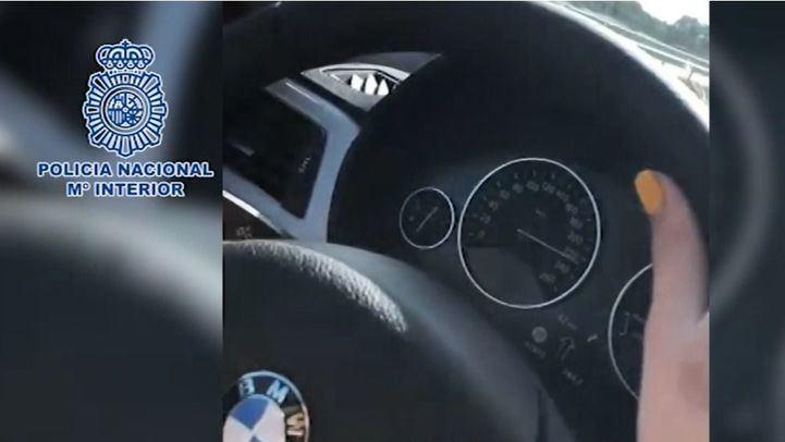 En el vídeo subido a redes, el copiloto enfoca el velocímetro, que supera la velocidad permitida.