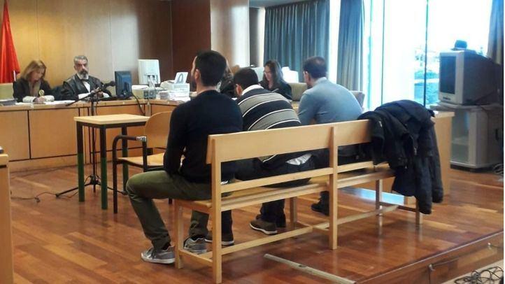 Los tres acusados de abusar de una joven en Collado Villalba en 2015, en la Audiencia Provincial de Madrid.