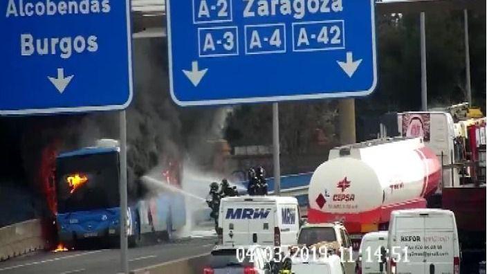 Arde un autobús de la EMT.