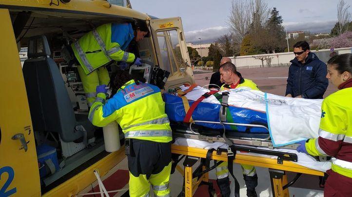 Herido de gravedad un hombre tras caer desde el tejado de una nave