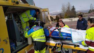 Los sanitarios han atendido al hombre, que ha sido trasladado en helicóptero al Hospital 12 de Octubre.