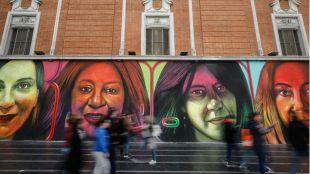 ¿Quiénes son las mujeres del mural de Gran Vía?