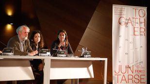 El coordinador general de la alcaldía de Madrid, Luis Cueto, junto a Pilar Suárez-Inclán, del Foro de Empresas por Madrid, han introducido el incio del seminario.