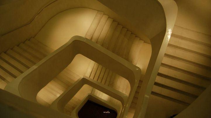 Las escaleras del CaixaForum, desde donde se precipitó la mujer ayer por la tarde.